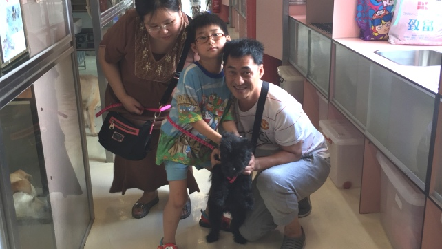 1438-Lilah with the adopter (2)