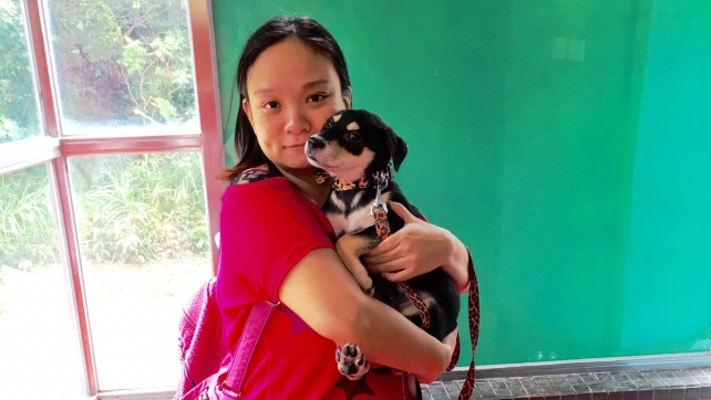 1528-Paulina with the adopter